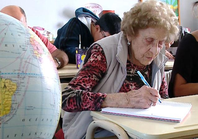 99 yaşında eğitime başladı