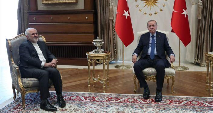 İran Dışişleri Bakanı Cevad Zarif, Cumhurbaşkanı Recep Tayyip Erdoğan ile bir araya geldi.