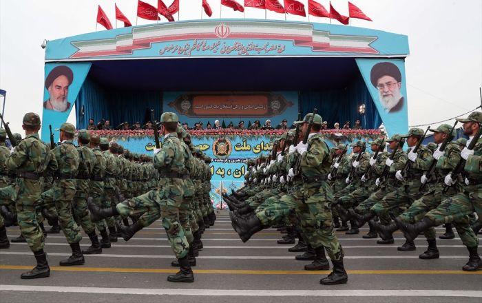 İran: En ufak bir aptallık yaparlarsa, ABD'nin savaş gemilerini gizli silahımızla denizin dibine yollarız