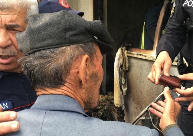 Mustafa dedenin yangında cüzdanını kurtarma telaşı