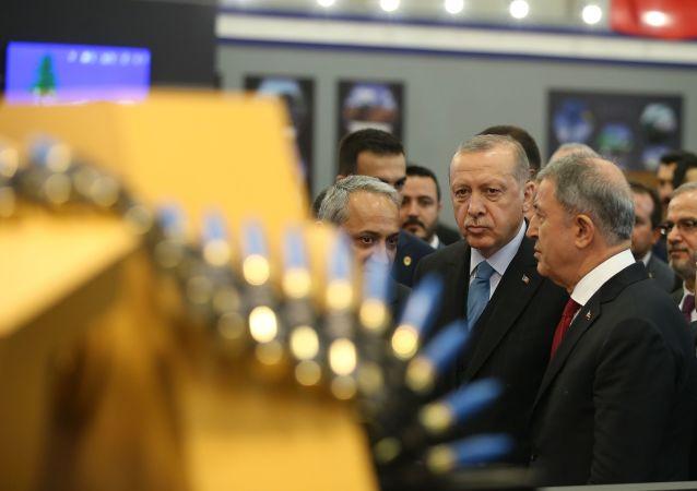 IDEF 2019 - Cumhurbaşkanı Recep Tayyip Erdoğan ile Milli Savunma Bakanı Hulusi Akar