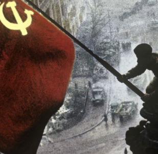 Üçüncü Reich Hezimetinin Simgesi Kızıl Bayrak