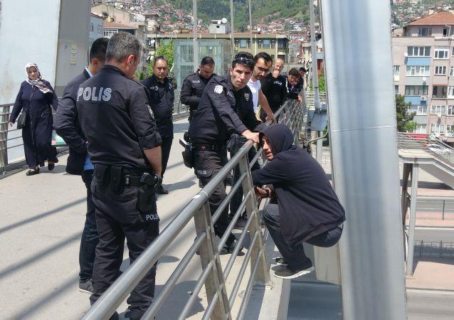 4 gün sonra aynı köprüden iki kere intihara kalkıştı