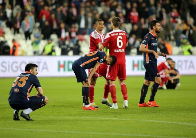Spor Toto Süper Lig'in 31. haftasında Medipol Başakşehir konuk olduğu Demir Grup Sivasspor ile 0-0 berabere kaldı.