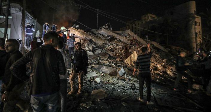 İsrail'in Gazze'ye yönelik hava saldırısında AA ofisinin bulunduğu bina en az 5 roketle vurularak enkaza döndü.