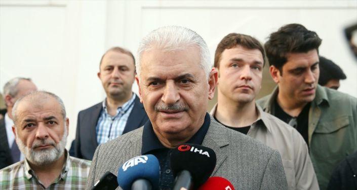 Sabah namazını Pendik'te Amine Hatun Camisi'nde kılan AK Parti İstanbul Büyükşehir Belediye Başkan adayı Binali Yıldırım, gazetecilere açıklamalarda bulundu.