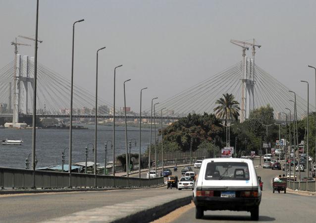 Kahire çevresinde Ravd el Farac Ekseni projesinin bir parçası olan 'Çok Yaşa Mısır' isimli asma köprü