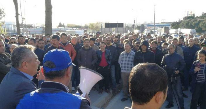 TÜPRAŞ işçileri fabrikaya kapandı