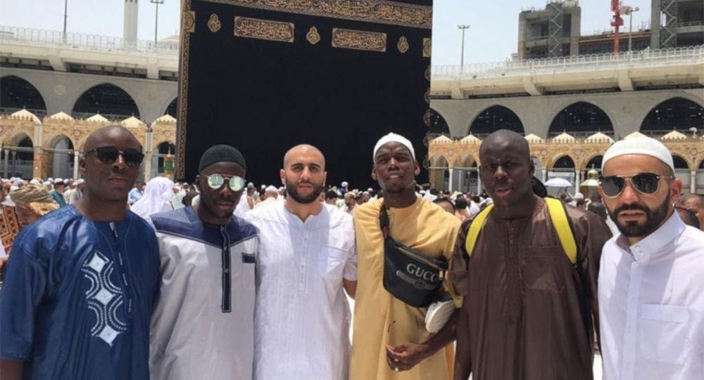 Manchester Unitedlı yıldız futbolcu Paul Pogba, umre ziyaretinde çektiği fotoğrafı sosyal medya hesabından paylaştı.