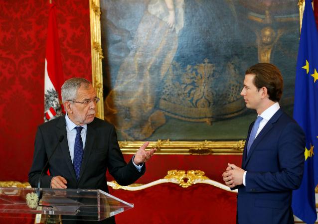Avusturya Cumhurbaşkanı Alexander van der Bellen, koalisyon hükümetini devam ettirmeme ve erken seçim kararı alan Başbakan Sebastian Kurz ile yaptığı görüşme sonrasında seçimlerin eylül ayında yapılacağını açıkladı.