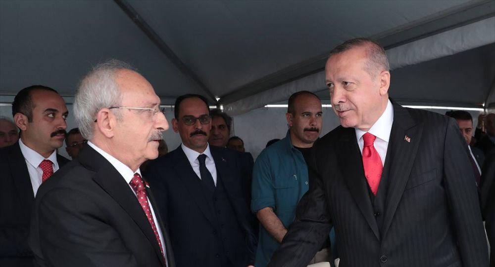 Erdoğan törenden önce Kılıçdaroğlu ile tokalaştı.