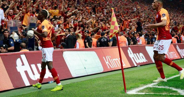 Spor Toto Süper Lig'de Galatasaray ile Medipol Başakşehir, Türk Telekom Stadı'nda karşı karşıya geldi. Galatasaray'ın golünü atan Henry Onyekuru gol sevincini takım arkadaşlarıyla paylaştı.