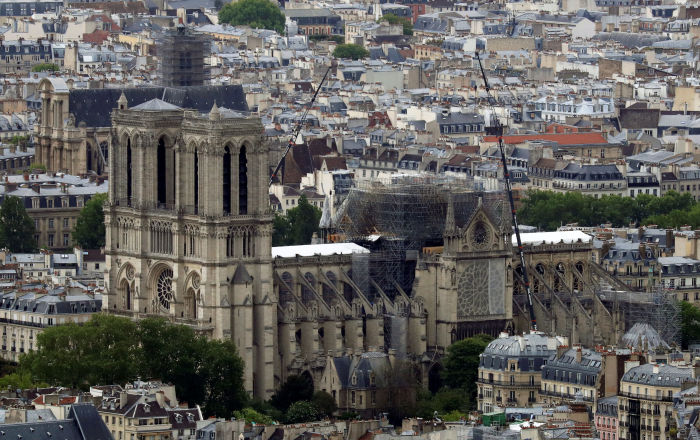 'Çılgın projelere' geçit yok: Notre Dame aslına uygun restore edilecek