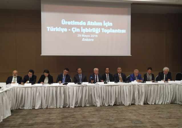 """Vatan Partisi tarafından Çin Halk Cumhuriyeti ile ekonomik işbirliği, ortak yatırım ve ticaret atılımlarının değerlendirilmesi amacıyla """"Üretimde Atılım İçin Türkiye-Çin İşbirliği"""" başlığıyla düzenlenen toplantıların sonuncusu Ankara'da gerçekleşti."""