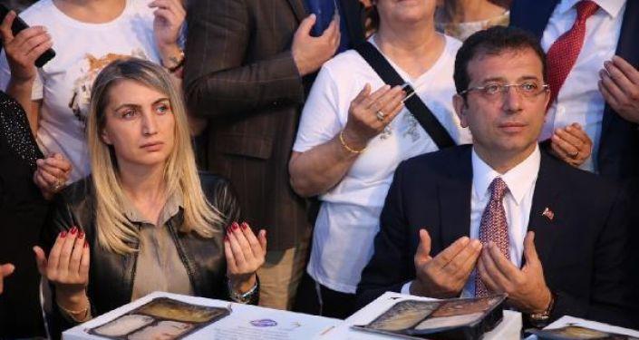 CHP İstanbul Büyükşehir Belediye Başkan Adayı Ekrem İmamoğlu, iftarını Beylikdüzü'nde açtı.