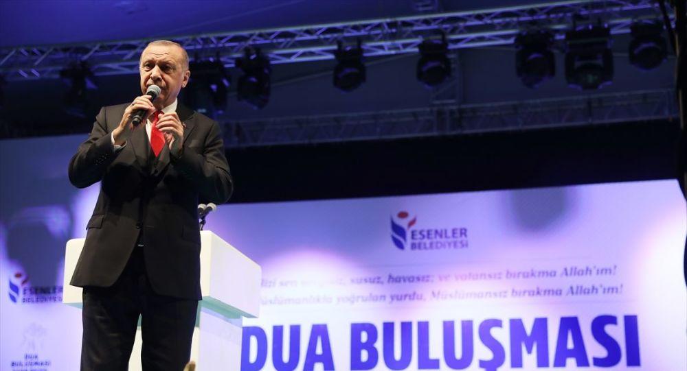 Türkiye Cumhurbaşkanı Recep Tayyip Erdoğan, Esenler'de Kadir Gecesi dolayısıyla düzenlenen 10 Bin Hatim, 100 Bin Dua programına katılarak konuşma yaptı.