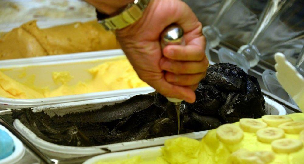 Siyah Maraş dondurması
