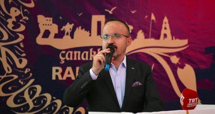 AK Parti Grup Başkanvekili Bülent Turan, partisinin Çanakkale İl Başkanlığınca düzenlenen iftar programına katıldı.
