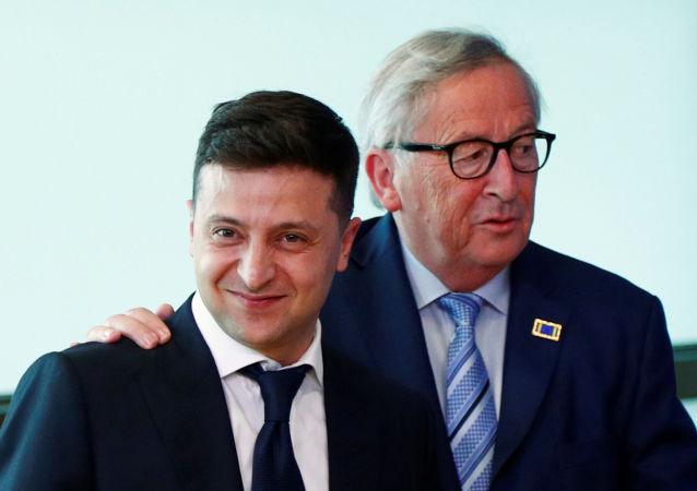 Ukrayna devlet başkanı seçilmesinden 1.5 ay sonra Brüksel'e giden Zelenskiy, Avrupa Komisyonu Başkanı Juncker tarafından samimi şekilde karşılandı.