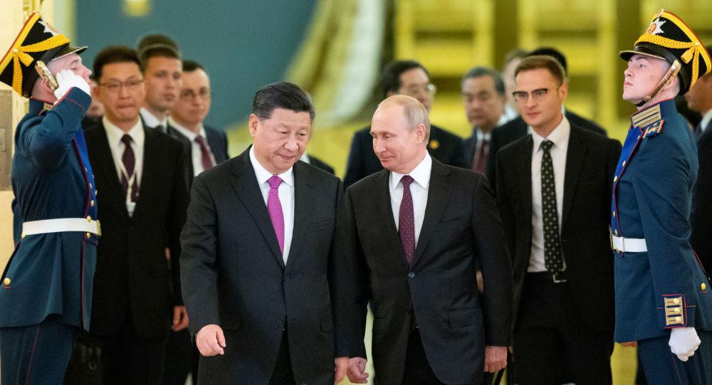 Putin 5 Haziran 2019'da Şi'yi Kremlin'de törenle ağırlarken