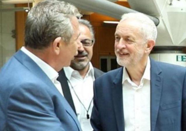 Ankara Büyükşehir Belediye Başkanı Mansur Yavaş, Birleşik Krallık'ta yeşil enerji projelerine yönelik bir dizi görüşme gerçekleştirdi. Yavaş görüşmeler kapsamında İşçi Partisi Lideri Jeremy Corbyn ile de bir araya geldi.