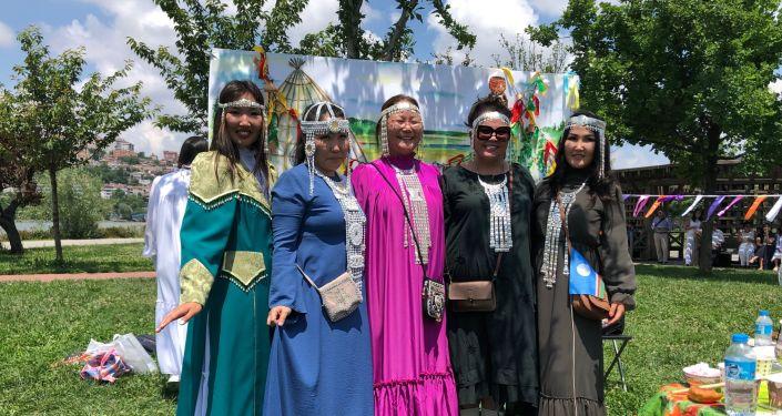Isıah Bayramı'nda geleneksel kıyafetleriyle Yakut kadınları