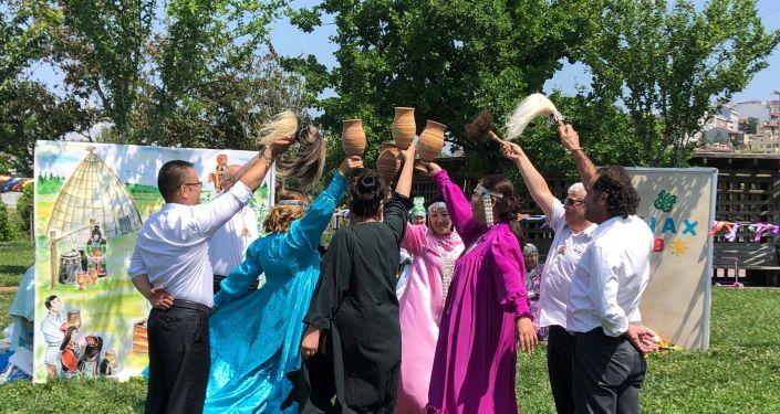 Isıah Bayramı'nda Yakutlar çeşitli dans gösterileri gerçekleştirdi.