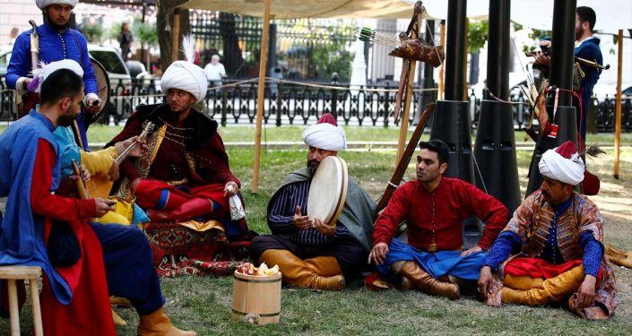 Rusya'nın başkenti Moskova'da temsili olarak sefer halindeki Osmanlı ordu karargahı kurulup, dönemin askeri hayatı sergilendi.