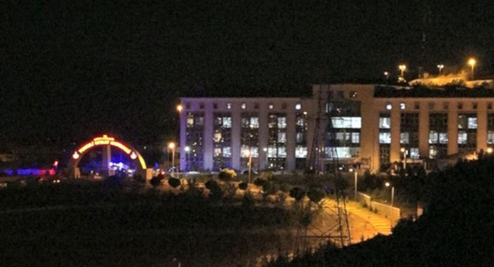 Tunceli'de, güvenlik güçleri ile PKK'lılar arasında çıkan çatışmada 4 asker ağır yaralandı.