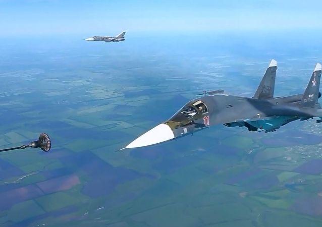 Rus savaş uçaklarının havada yakıt ikmali görüntülendi