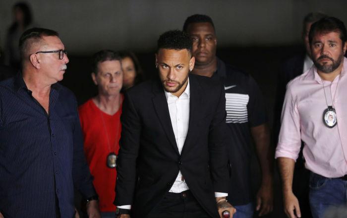 Tecavüz ve saldırıyla suçlanan Neymar 5 saat ifade verdi, iddiaları reddetti