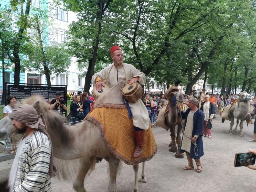 Başkent Moskova'da düzenlenen yıllık 'Zamanlar ve Çağlar' Uluslararası Festivali kapsamında şehir merkezinde kurulan Osmanlı dönemine ait alanda 'kervan gösterisi'.