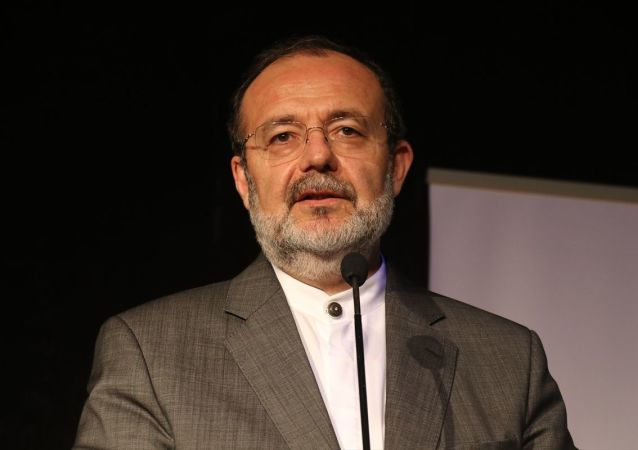 """İslam Düşünce Enstitüsü Başkanı Prof. Dr. Mehmet Görmez, (fotoğrafta) Yalova Halk Eğitim Merkezi Konferans Salonu'nda düzenlenen """"Görsel İdrakin Egemenliği ve Ahlak"""" konulu programa konuşmacı olarak katıldı."""