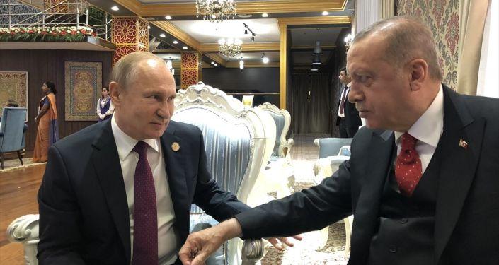 Türkiye Cumhurbaşkanı Recep Tayyip Erdoğan (sağda) ve Rusya Devlet Başkanı Vladimir Putin (solda)
