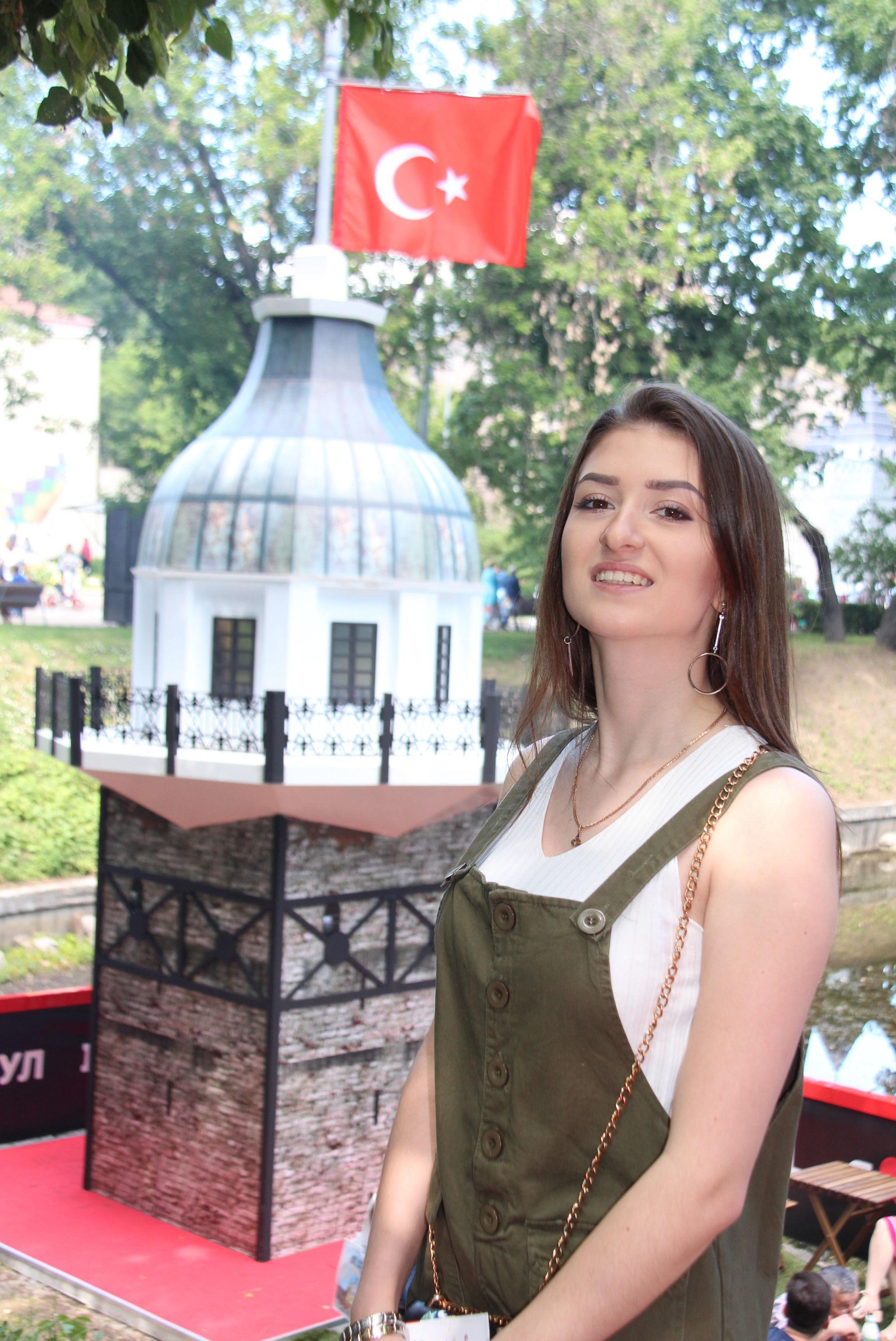 Moskova'daki Türkiye Festivali ziyaretçisi Yekaterina