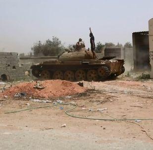 Libya'da iki Sovyet tankı karşı karşıya