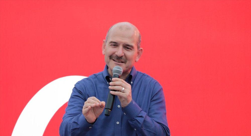 İçişleri Bakanı Süleyman Soylu, Sarıyer İstinye'de Trabzonlular Buluşması'na katıldı. Bakan Soylu, burada vatandaşlarla sohbet etti.