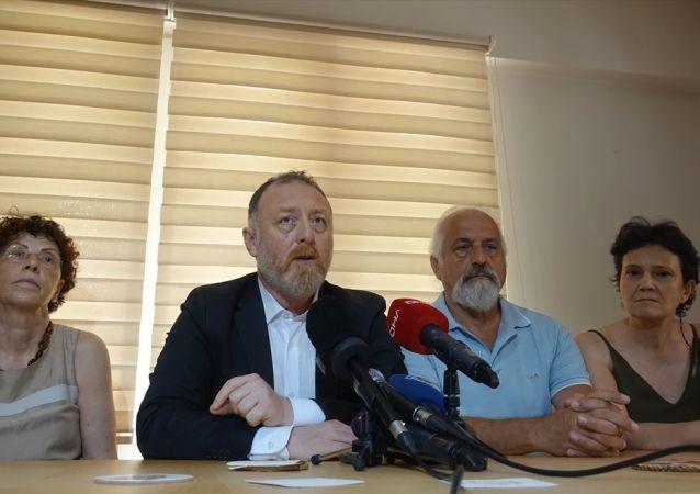 Sezai Temelli, kendisinin de üyesi olduğu Beşiktaş'taki Öğretim Üyeleri Derneği'ni ziyaret etti.