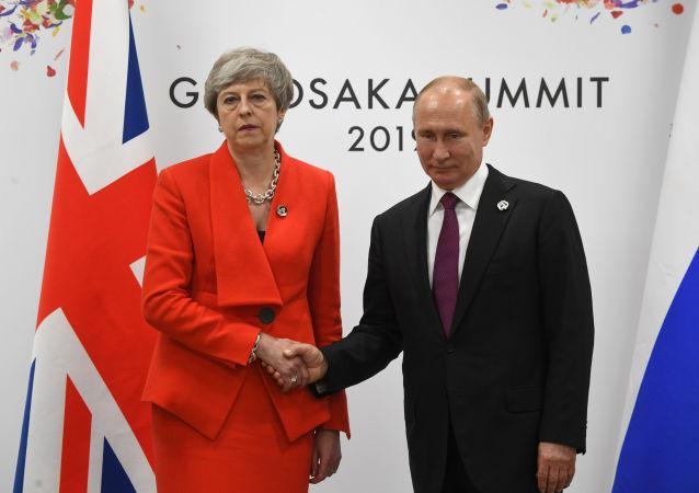 İngiltere Başbakanı Theresa May ve Rusya Devlet Başkanı Vladimir Putin, Japonya'da düzenlenen Osaka G20 zirvesinde