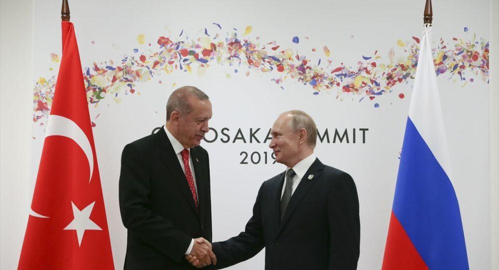 Japonya'nın ev sahipliğinde Osaka'da düzenlenen G20 Liderler Zirvesine katılan Türkiye Cumhurbaşkanı Recep Tayyip Erdoğan, Rusya Devlet Başkanı Vladimir Putin ile bir araya geldi.