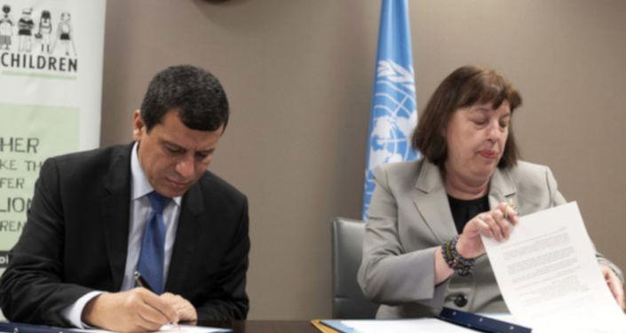 BM Genel Sekreterinin silahlı çatışmalarda çocuklar konusundaki özel temsilcisi Virginia Gamba'nın, 29 Haziran'da BM Cenevre Ofisi'ndebir araya geldiği SDG komutanı Mazlum Abdi ileörgütün ''bünyesindeki çocuk savaşçıları bırakması için'' resmi bir törenle imza attığı eylem planının