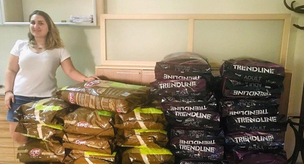 Avukat Seray Yörük, tartıştığı komşusuyla uzlaşma yoluna gidip 600 kilo kedi ve köpek maması aldı