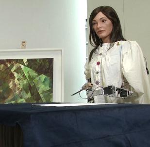 Dünyanın ilk ressam robotu Ai-Da bir milyon dolardan fazla kazandı