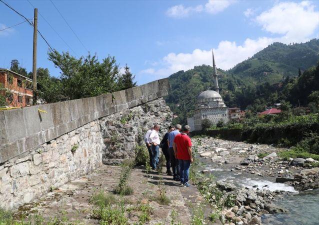 Geçen yıl restorasyonu yapılan 300 yıllık köprü yıkıldı