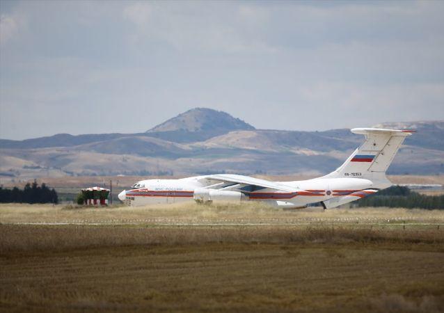 Milli Savunma Bakanlığı, S-400 Uzun Menzilli Bölge Hava ve Füze Savunma Sistemi'nin birinci grup malzemelerinin Mürted Hava Meydanı'na intikalinin bugünden itibaren başladığını açıkladı.