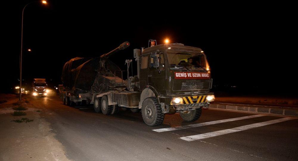 Suriye sınırındaki birliklere takviye amacıyla gönderilen askeri konvoy Şanlıurfa'nın Ceylanpınar ilçesine ulaştı.