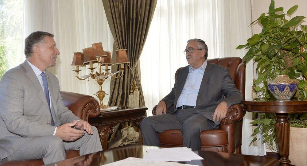 Kuzey Kıbrıs Cumhurbaşkanı Mustafa Akıncı - Rum yönetimi lideri Nikos Anastasiadis