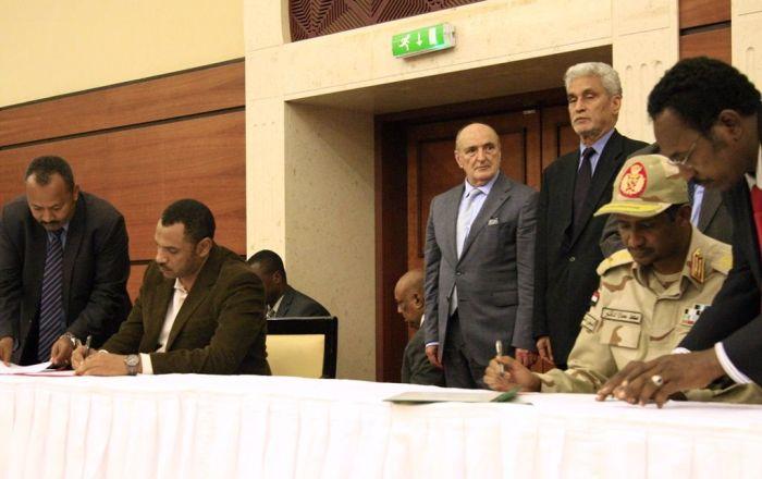 Sudan'da taraflar geçiş dönemi için siyasi belgeyi imzaladı