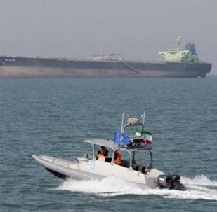 İran Devrim Muhafızları Ordusu güçleri Hürmüz Boğazı