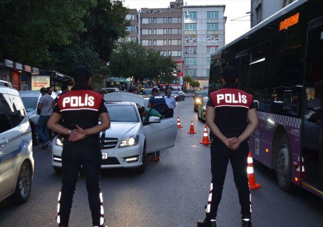 İstanbul genelinde Yeditepe Huzur asayiş uygulaması kapsamında denetimler gerçekleştirildi.